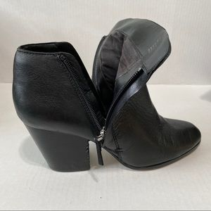 1.STATE Heel Zip Up Black Leather Ankle Booties